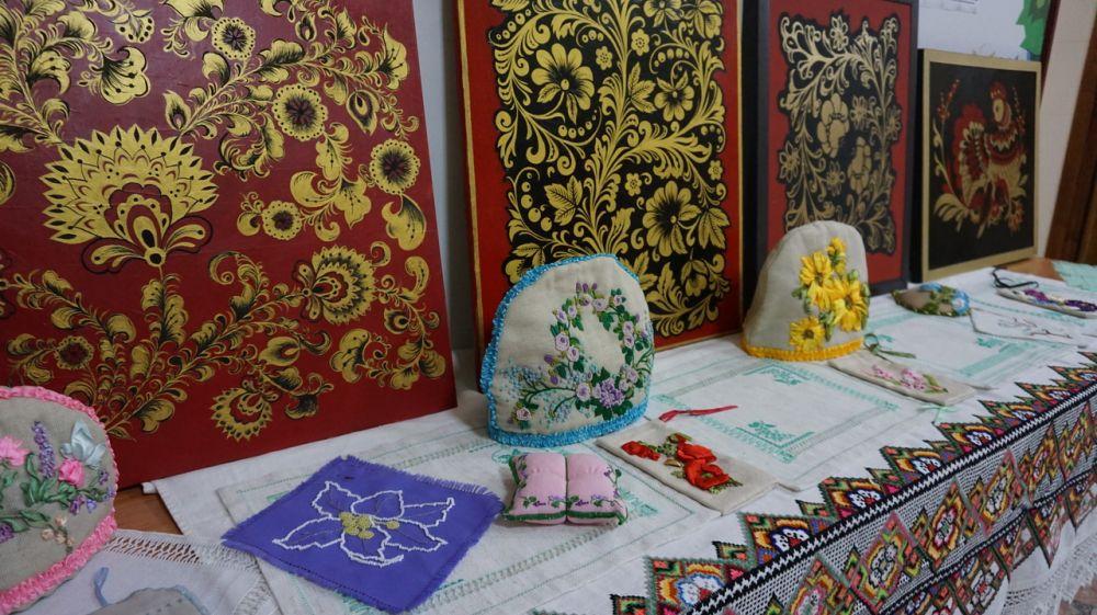 Ко Дню дружбы и единения славян открылась выставка в Крымском университете культуры, искусств и туризма