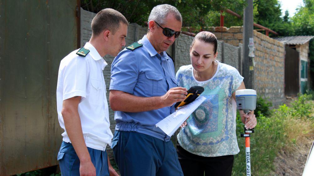 Житель Симферополя незаконно перегородил забором часть переулка в центральной части города — Константин Титков