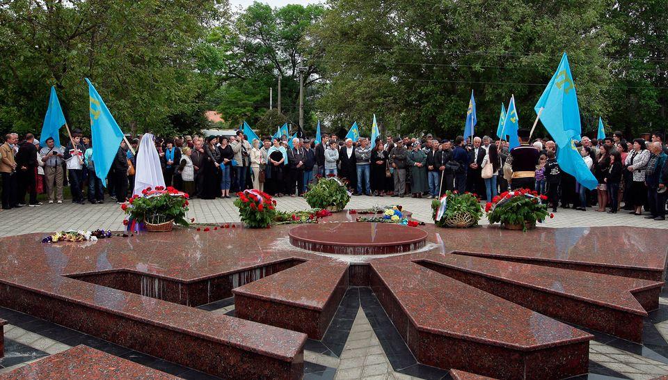 Глава Крыма почтил память жертв депортации