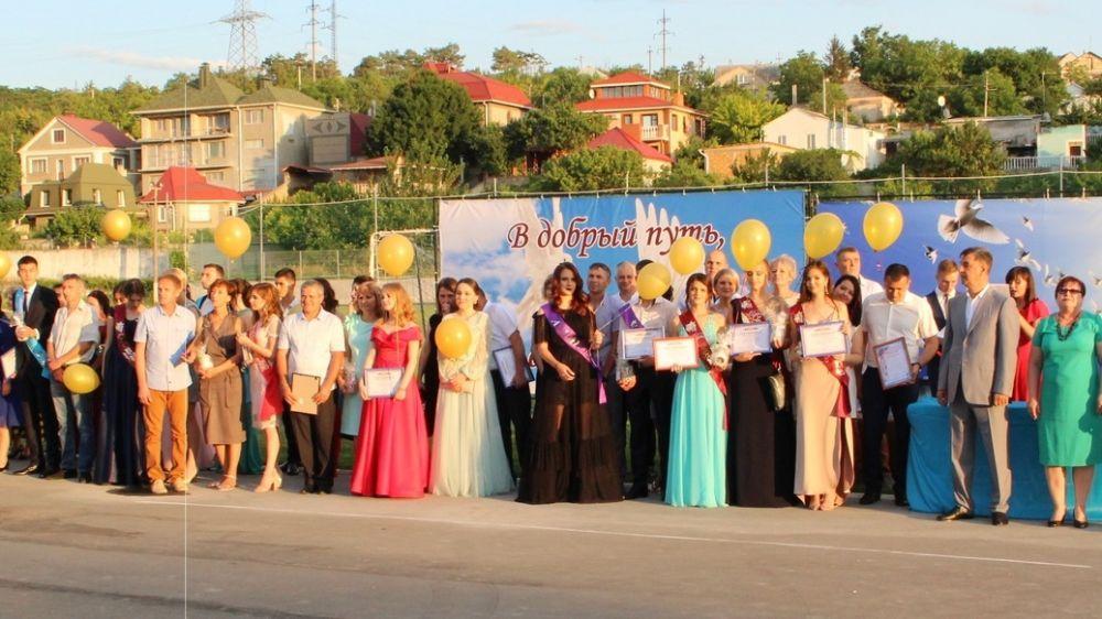 В общеобразовательных учреждениях Бахчисарайского района состоялись выпускные вечера и торжественные церемонии вручения аттестатов