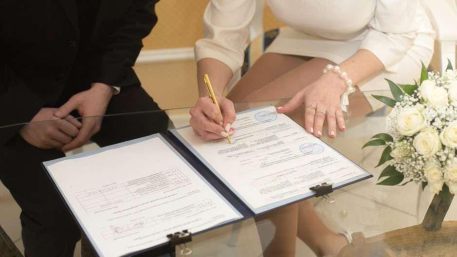 За неделю в Крыму зарегистрировано почти 700 актов гражданского состояния о рождении и о заключении брака