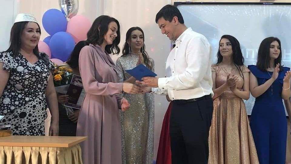Ленур Абдураманов вручил аттестаты первым выпускникам средней общеобразовательной школы 44 города Симферополь