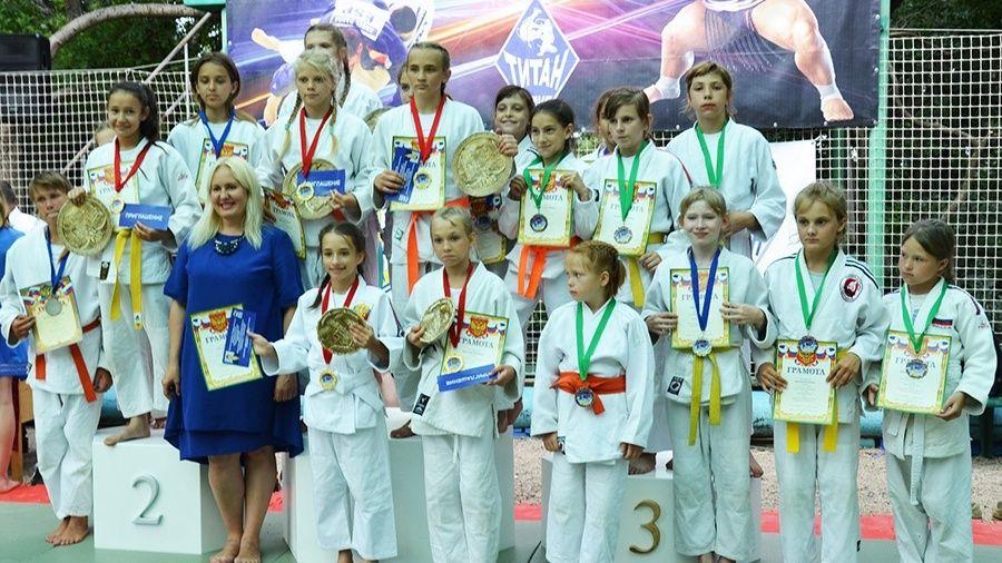 Юношеский турнир по дзюдо и самбо собрал в Гаспре 270 участников