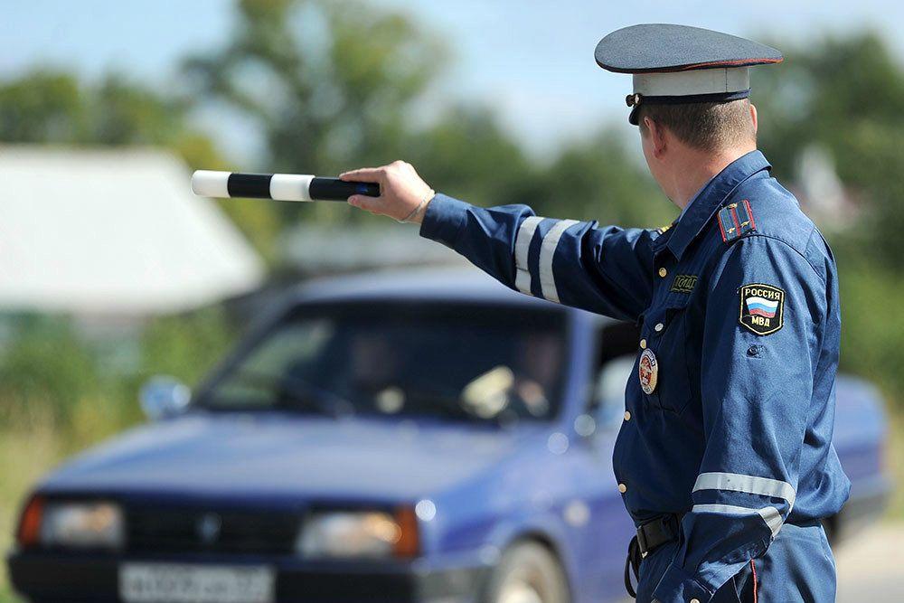 В Крыму грузовик сбил инспектора ДПС