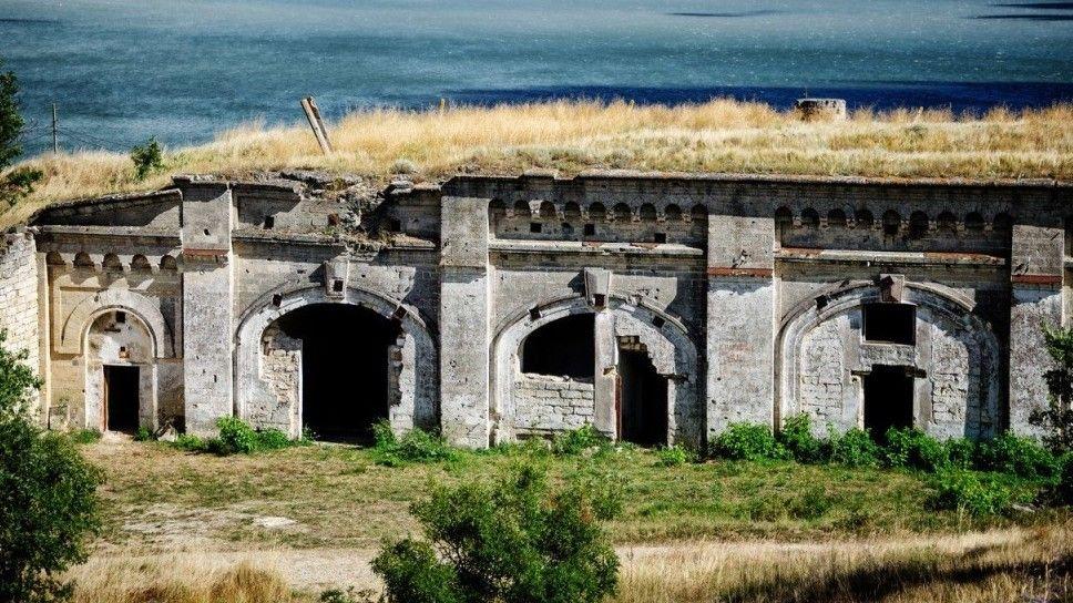 Специалисты Госкомрегистра продолжают оформлять объекты недвижимости Керченской крепости