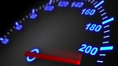 Антирекорды лихачей: скорость в 195 км в час развил автомобилист по Крымскому мосту
