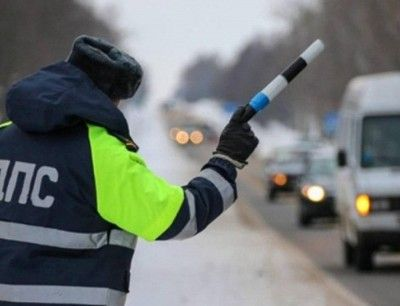 Инспектор ДПС попал под фуру в Крыму