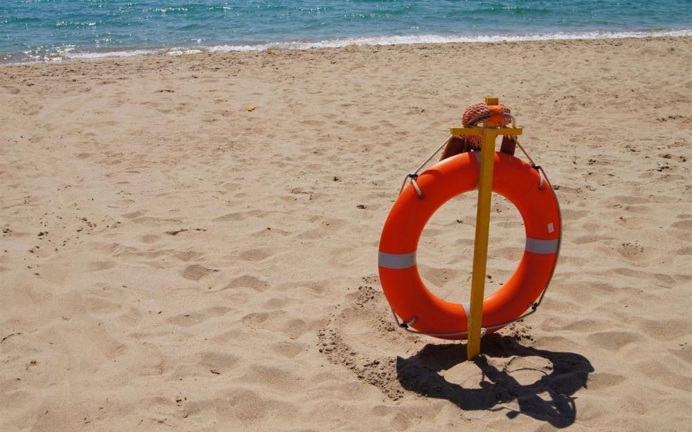 За сутки на диких пляжах Крыма утонули двое отдыхающих