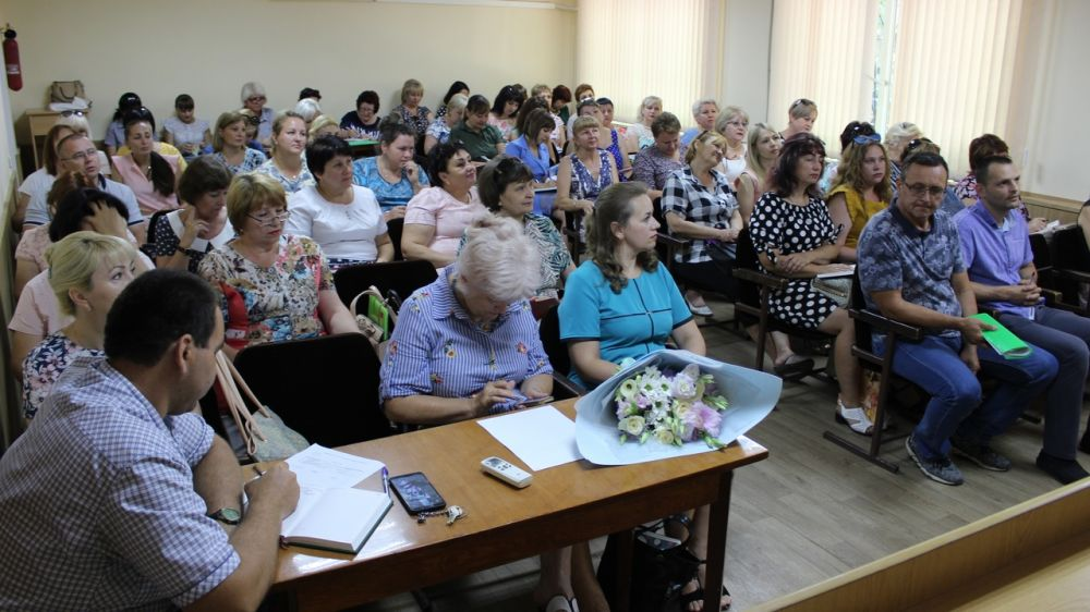 Состоялось совещание с руководителями образовательных учреждений Сакского района