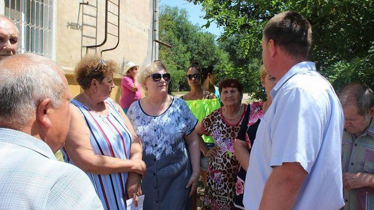 Глава администрации г. Керчь Сергей БОРОЗДИН продолжает проводить ежедневные встречи с жителями города