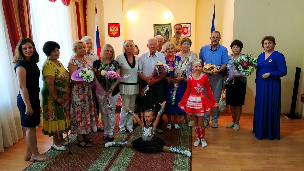 В Ленинском ЗАГС чествовали супругов с изумрудным юбилеем свадьбы