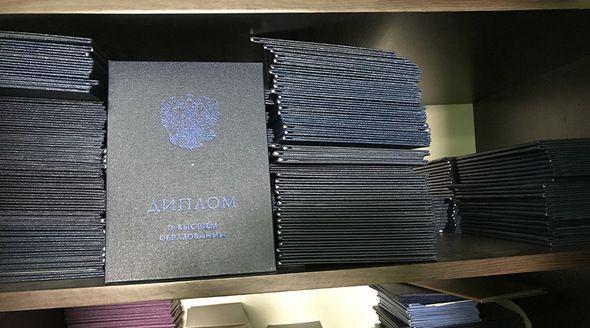 ФСБ в Севастополе закрыла мастерскую по производству поддельных документов