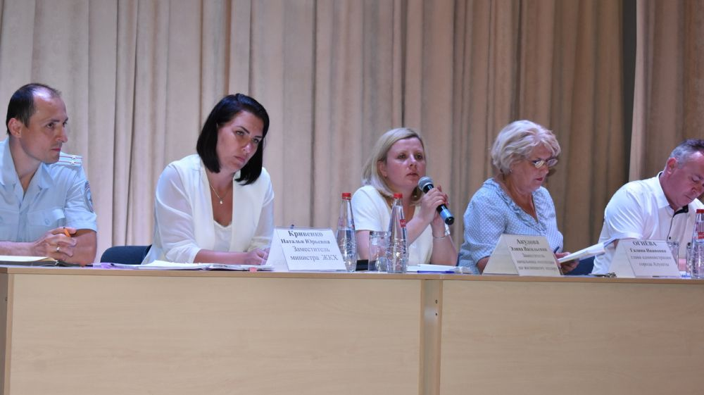 19 июня заместитель начальника Инспекции Элина Акулова приняла участие в рабочем совещании с жителями города Алушта
