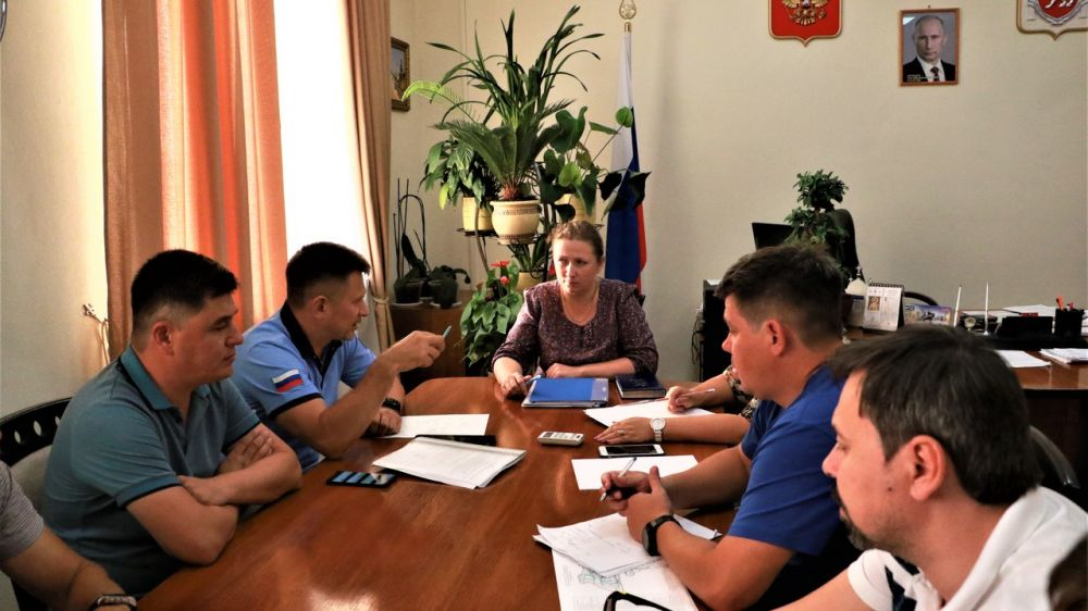 Юлия Жукова провела совещание по вопросам ремонта дорог и качества транспортного обслуживания в Бахчисарайском районе