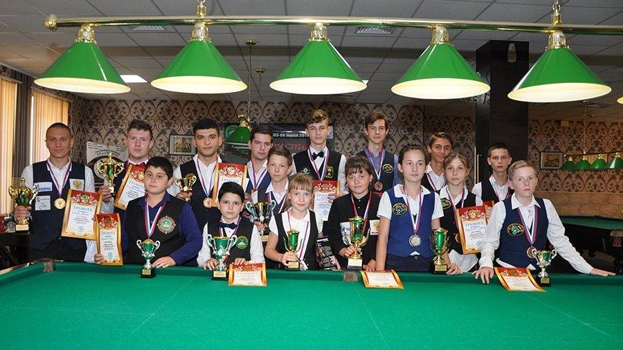 Юные крымские бильярдисты завоевали 10 медалей на домашнем первенстве ЮФО
