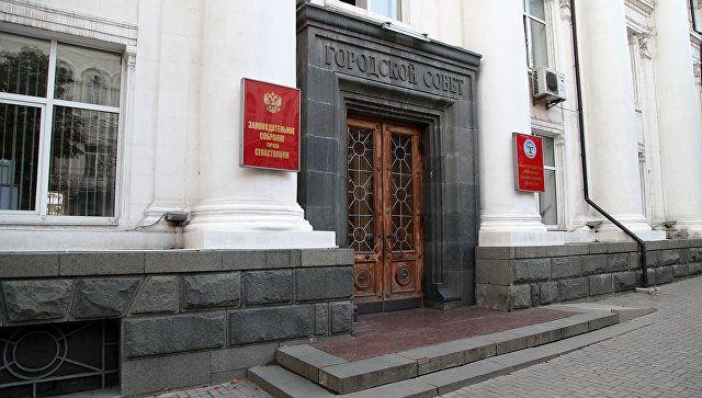 Депутаты Севастополя отказались узаконить советский герб города