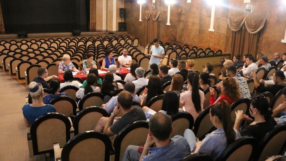 Арина Новосельская провела встречу с коллективом Крымскотатарского государственного академического музыкально-драматического театра