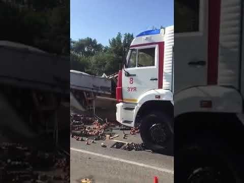 В Крыму фура с заснувшим водителем врезалась в микроавтобус: есть жертвы