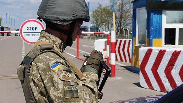 Украинские силовики задержали мужчину, выезжавшего из Крыма