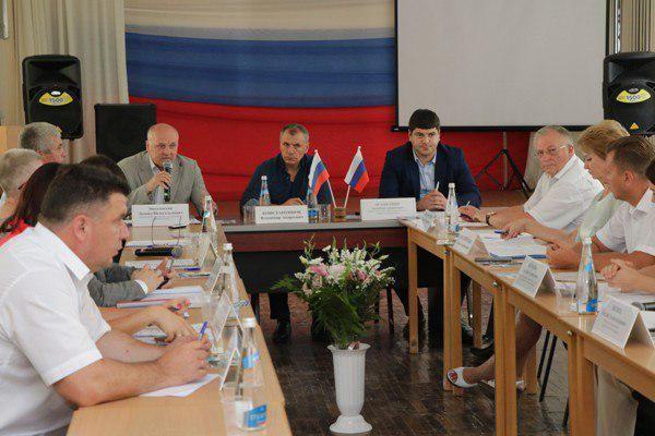Константинов назвал главную проблему всех крымских сел и деревень