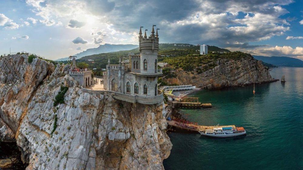В Крыму подготовят проект по спасению замка Ласточкино гнездо