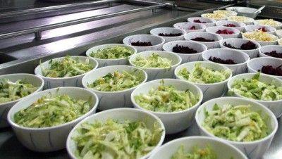 Десятки детей в крымском лагере отравились салатом