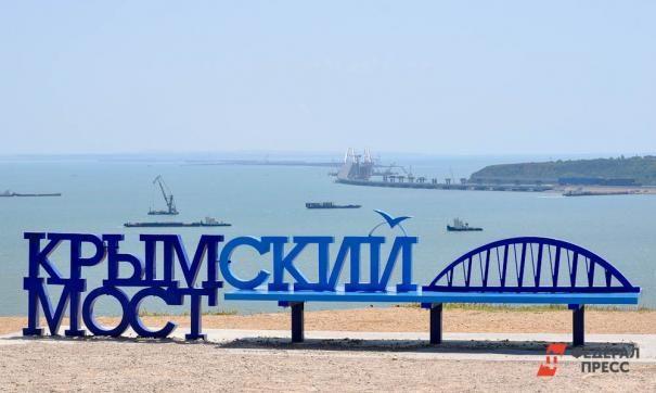 На железнодорожной части Крымского моста уложили рельсы
