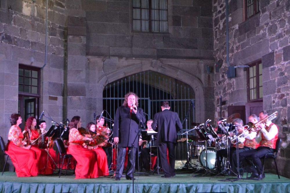 Музыка из известных фильмов прозвучала в стенах Воронцовского дворца