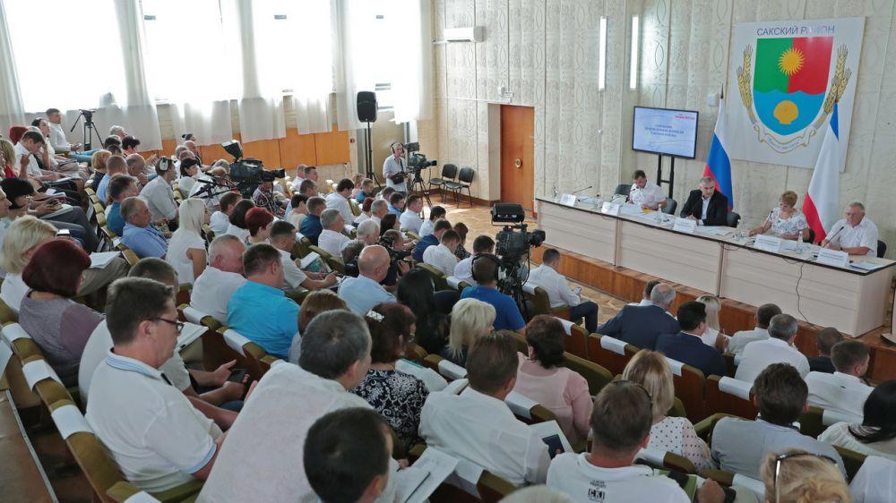 Глава Республики Крым Сергей Аксёнов провёл выездное совещание по проблемным вопросам Сакского района