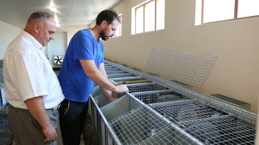 Василий Грабован посетил кролиководческое хозяйство в с. Полтавка