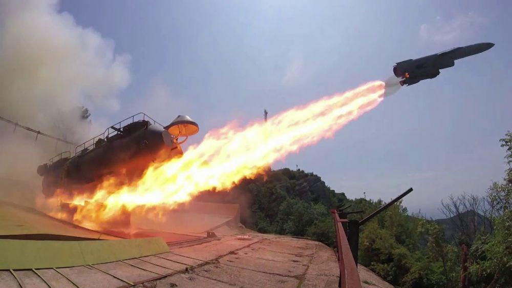 Фрегат «Адмирал Макаров» и ракетная система «Утес» показали мощь на учениях в Крыму