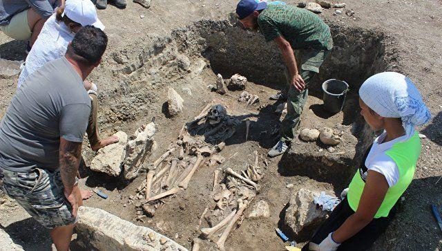 В Крыму обнаружили нетронутый античный склеп воинов