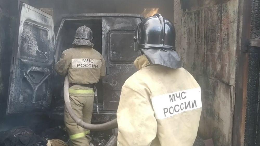 Сотрудники севастопольского МЧС потушили пожар в гараже