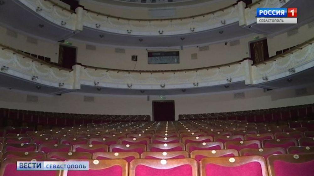 Реконструкцию театра им.Луначарского обсуждали сегодня в правительстве города