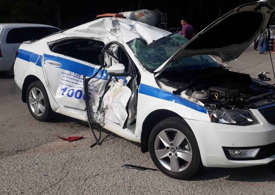 В Крыму иномарка протаранила полицейский автомобиль, преследовавший преступника