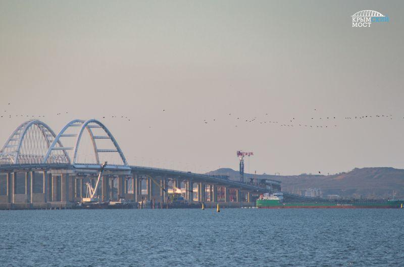 По Крымскому мосту открыт технический проезд по ж/д части