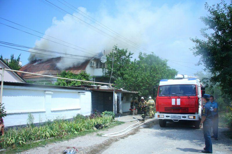 Утром в Симферополе горел двухэтажный дом