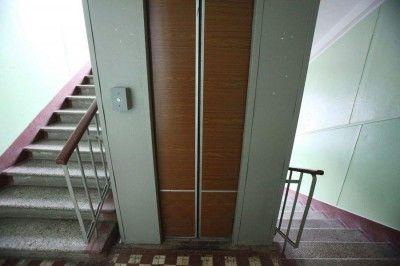 В Севастополе упал лифт с пассажирами