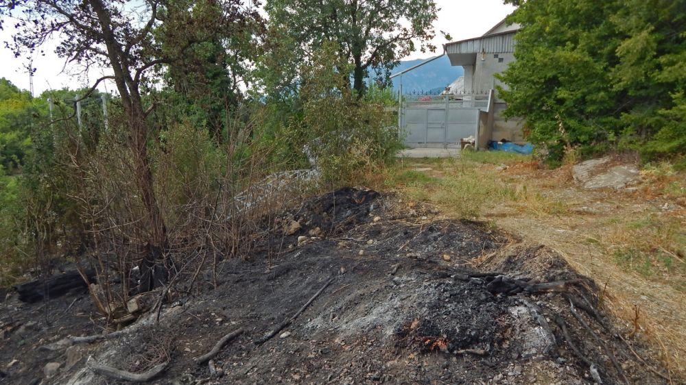 Пожар, предположительно произошедший из-за короткого замыкания ЛЭП, был вовремя локализован и ликвидирован крымскими огнеборцами