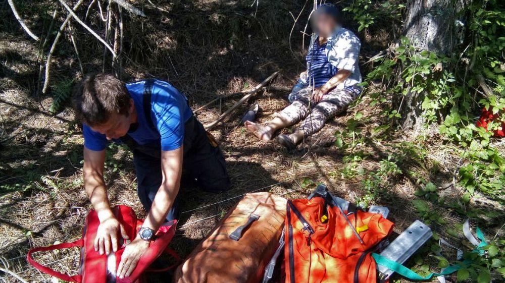 Специалисты Симферопольского АСО «КРЫМ-СПАС» оказали помощь женщине, получившей травму в горно-лесной зоне полуострова
