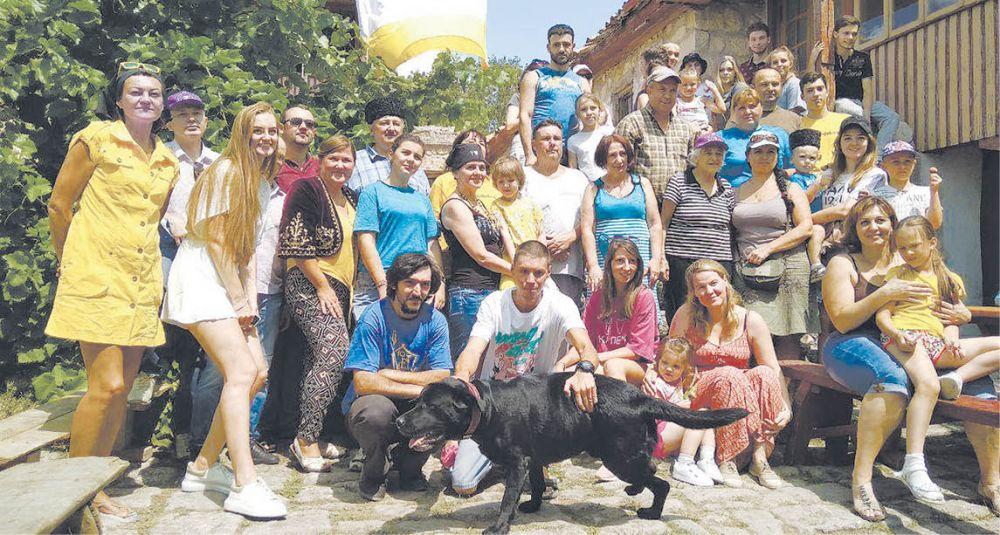 На Чуфут-Кале проходит молодёжный международный трудовой караимский лагерь