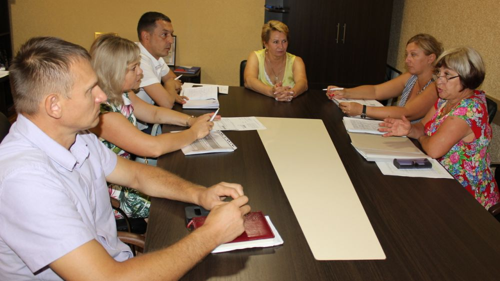 Галина Мирошниченко провела рабочее совещание по вопросу анализа ставок земельного налога, применяемых на территории Сакского района