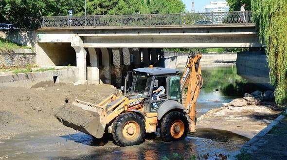 Подрядчик почти завершил очистку русла реки Салгир в Симферополе