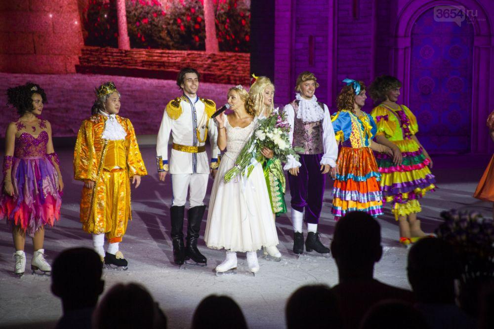 В Ялте стартовал ледовый спектакль «Золушка»