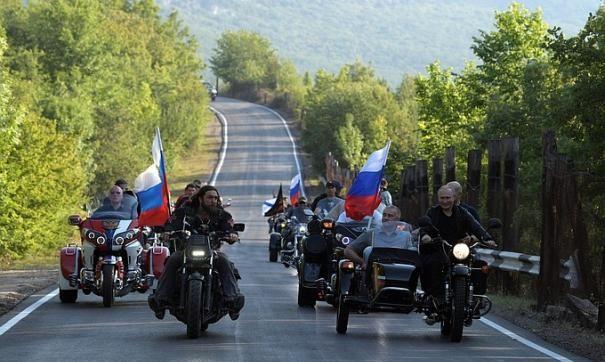 Владимир Путин посетил байк-шоу клуба «Ночные волки» в Севастополе