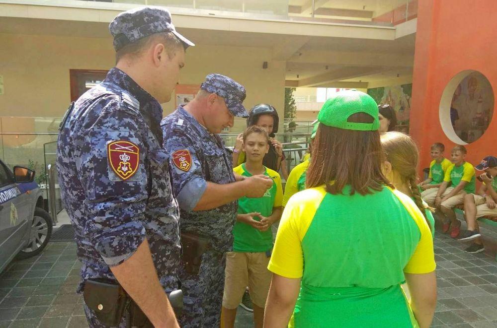 Росгвардейцы провели патриотическое мероприятие в «Артеке»