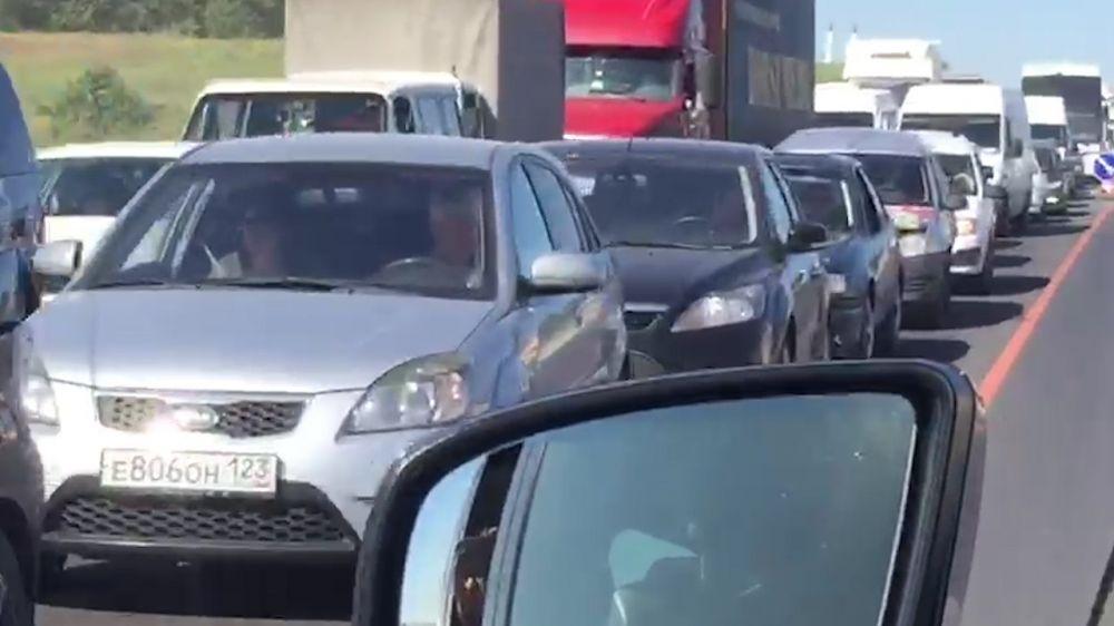 ДТП в Бахчисарайском районе стало причиной многокилометровой пробки