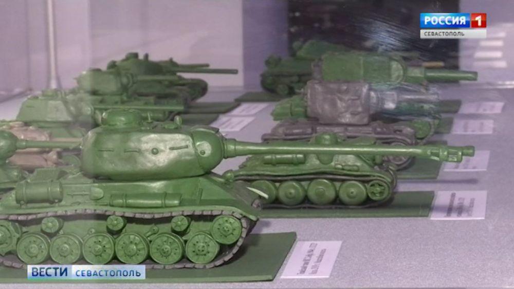 К годовщине Курской битвы в Севастополе открылась выставка танков
