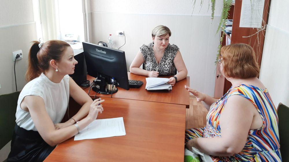 Виктория Тихонова провела личный прием граждан в Феодосии
