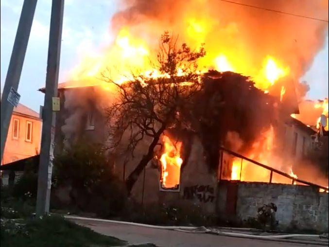На Северной стороне Севастополя сгорел многоквартирный дом